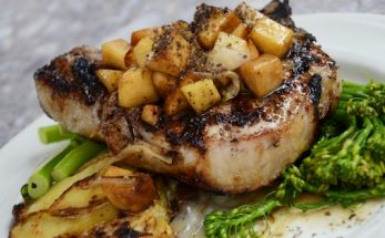 How to Cook Pork Chops in the Oven for Tender Juicy Meat